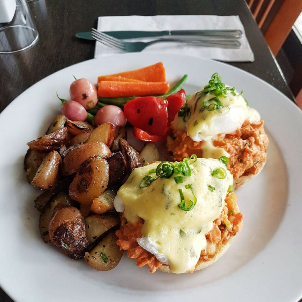 Vancouver BC   Breakfast Table restaurant review   Girlfriend is Better
