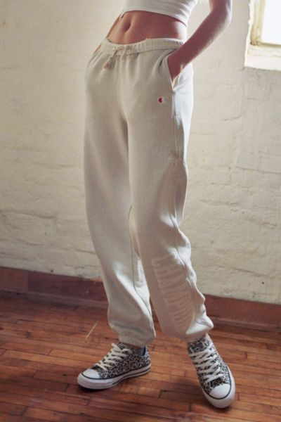 loungewear | Champion white jogger pants | Girlfriend is Better