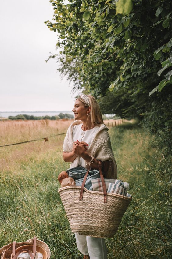 spring picnic | hiking basket lunch outdoors | Girlfriend is Better