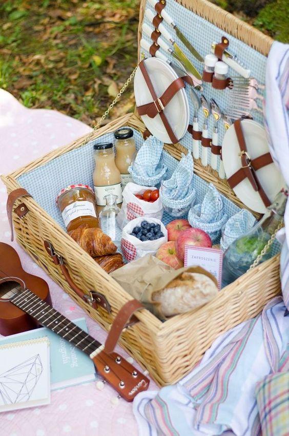 Spring picnic | basket ukulele fruit lunch bread blankets | Girlfriend is Better