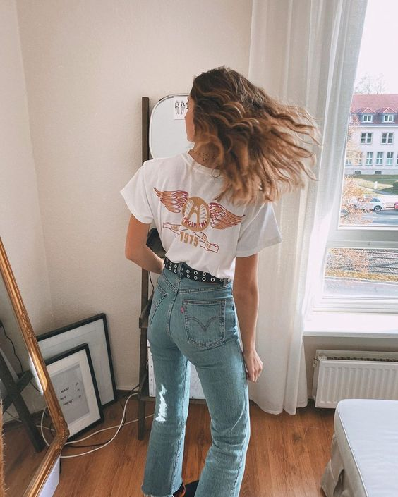 high-waisted jeans | Levis graphic tee boot cut | Girlfriend is Better