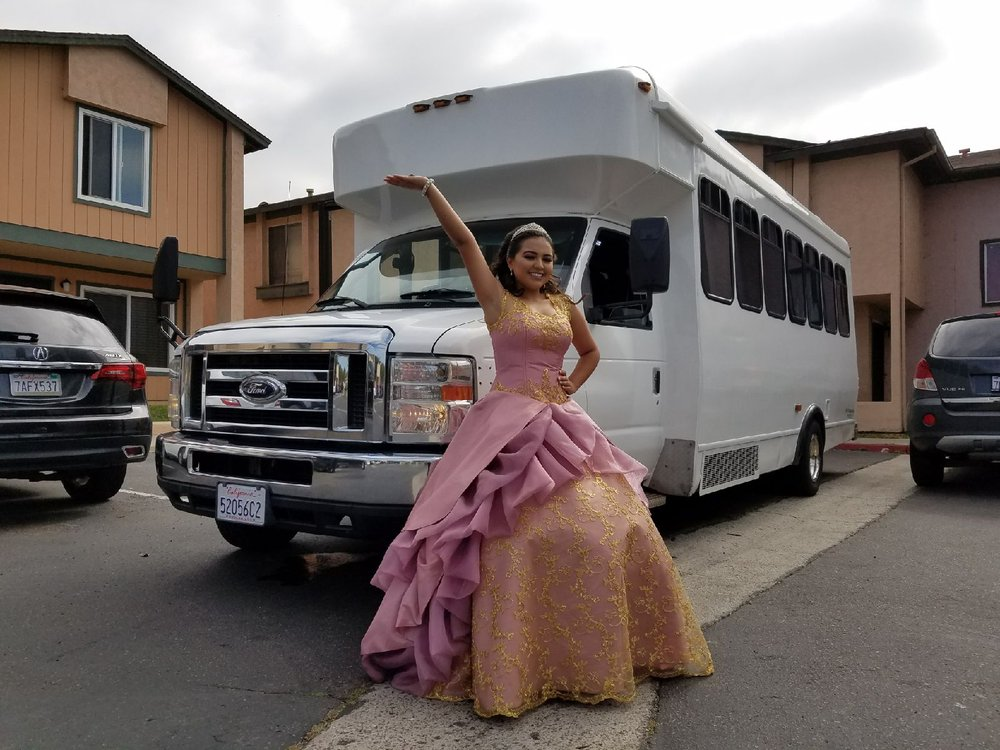 Chicago Quinceanera party bus