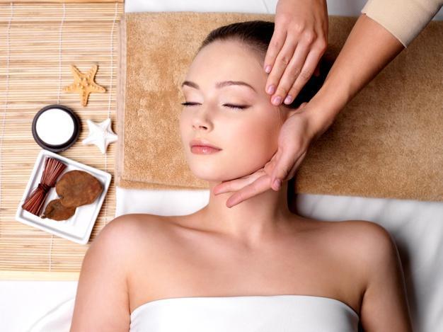 pampering-massage-beautiful-face-young-woman-spa-salon_186202-1918