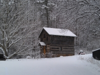 apple-house-in-snow