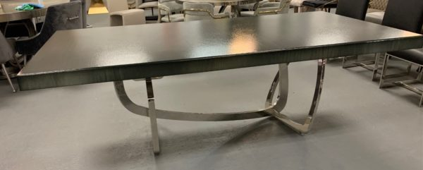 Serendipity dining table straight grind, black diamond, armor. Base in polished steel.