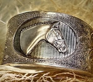 THOROUGHBRED ENGLISH HORSEHEAD CUFF