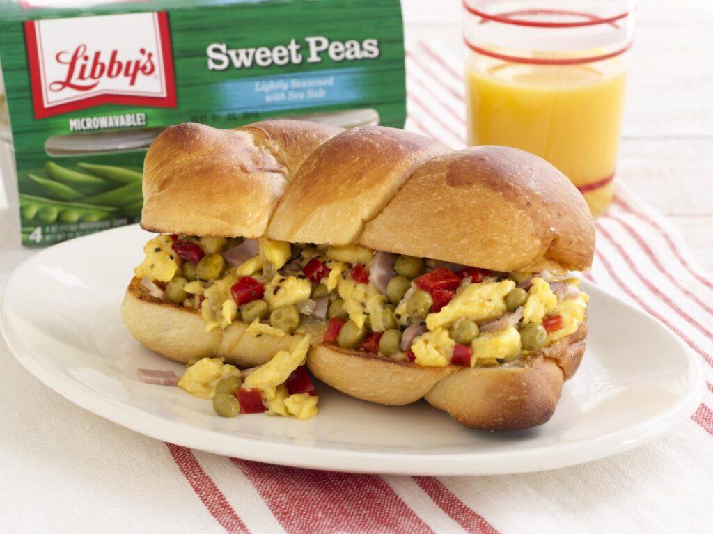 Libby's Sweet Peas in Scrambled Egg Sandwich