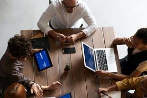 laptop resale business people