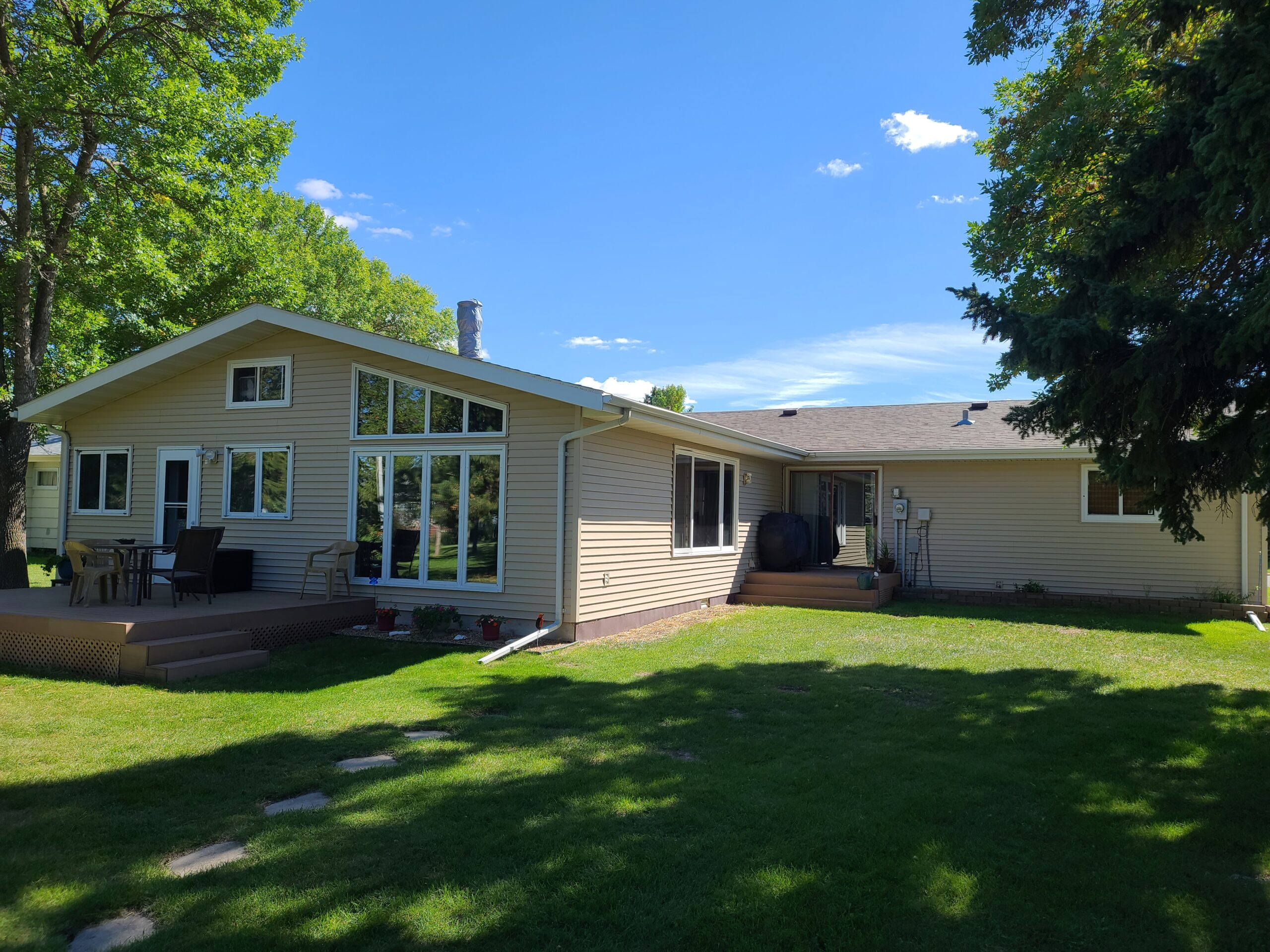 Spacious ranch home on quiet street in Bottineau, ND!