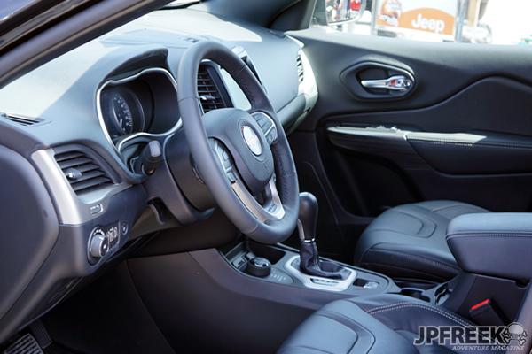 2014 Jeep Cherokee Trailhawk interior