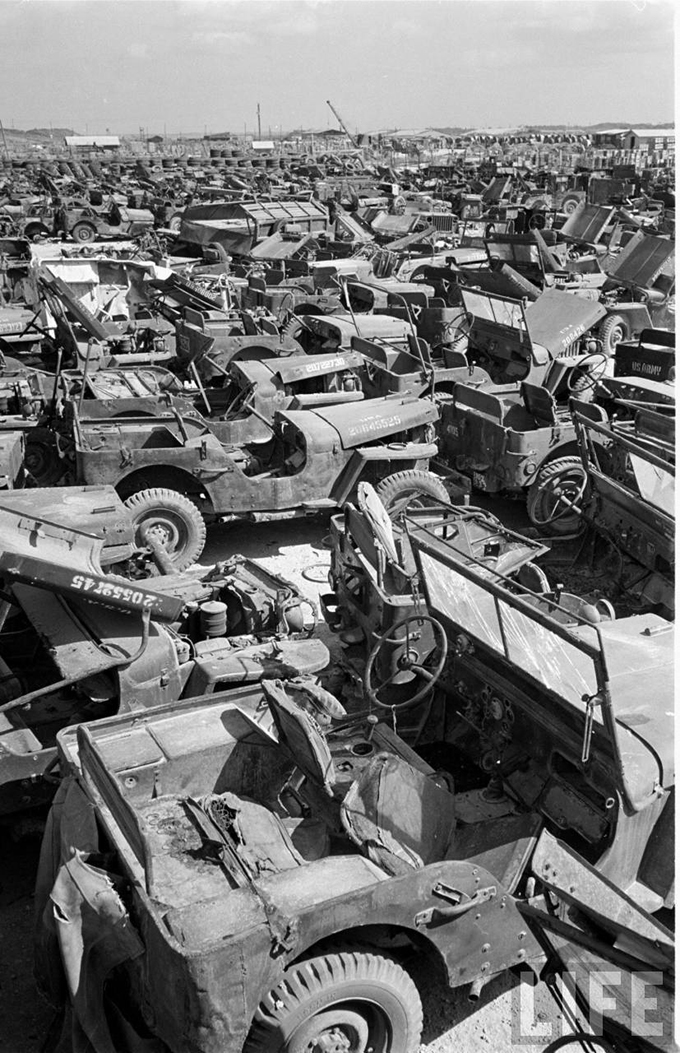 Jeep_graveyard_Okinawa-11