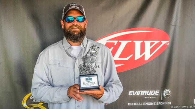 Hodgins Works Weeds for Win