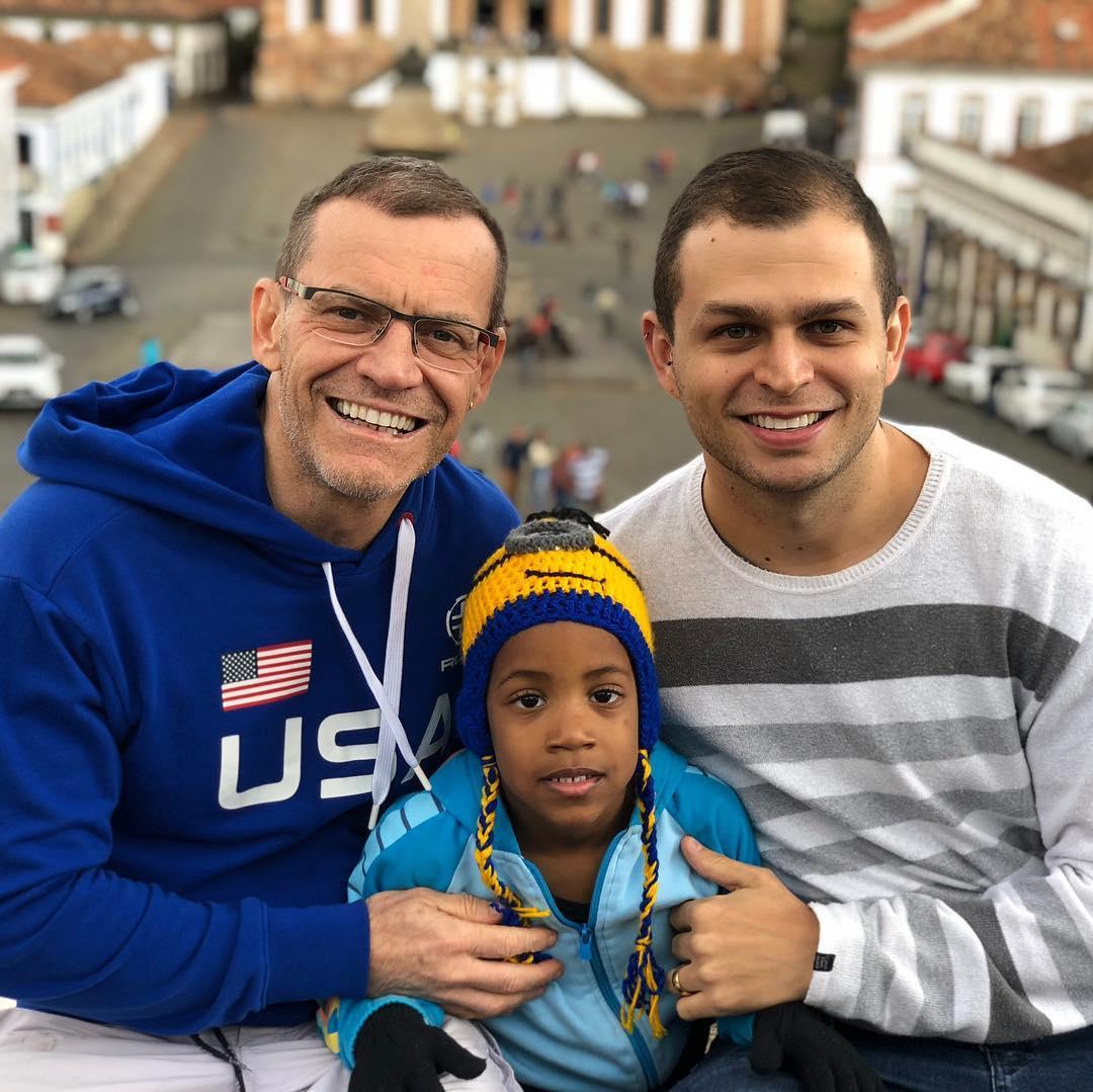 Fabiano Contarato com o marido e o filho. (Foto: Reprodução/Instagram)