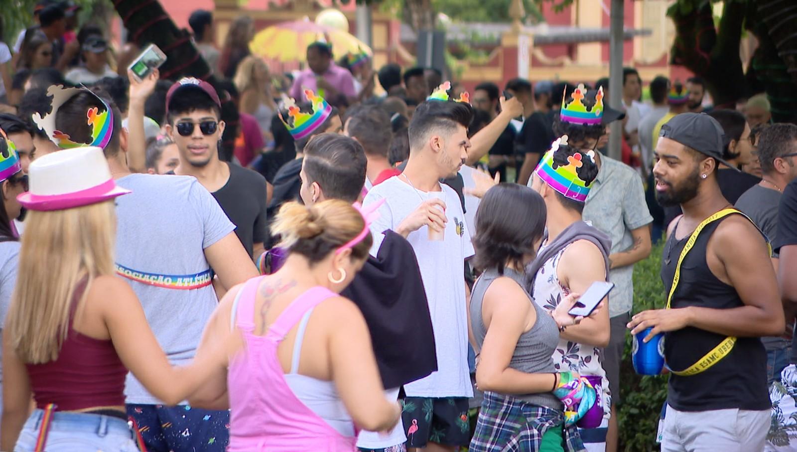 Mais de 3 mil pessoas prestigiam a Parada LGBT de Uberlândia. (Foto: Reprodução/TV Integração)