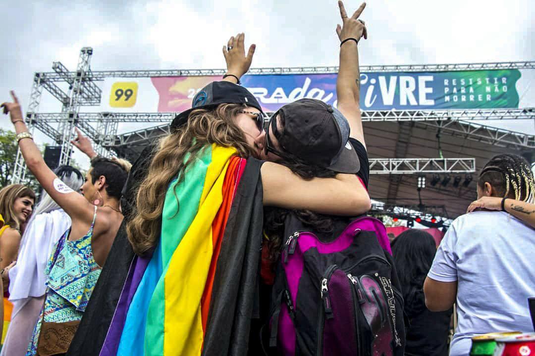 """Parada Livre de Porto Alegre aconteceu neste domingo (18), sob o tema """"Resistir Para Não Morrer"""". (Foto: Nícolas Chidem/Bernardo Speck/Mídia Ninja)"""