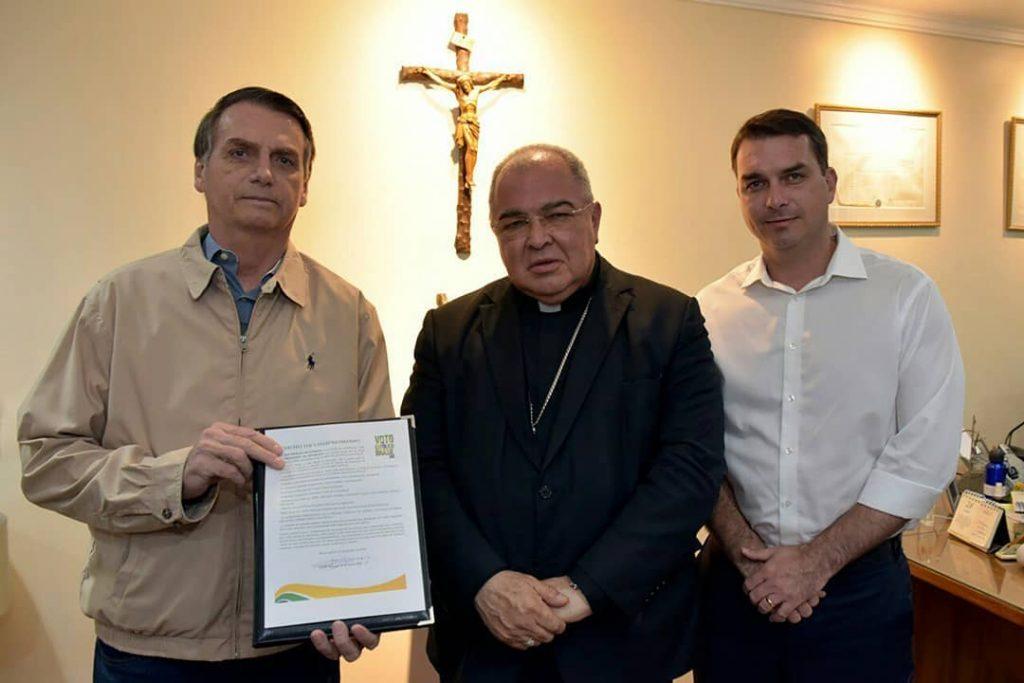 Durante a campanha eleitoral, Jair Bolsonaro assinou documento onde promete ir contra o casamento entre pessoas do mesmo sexo. (Foto: Reprodução/Instagram)
