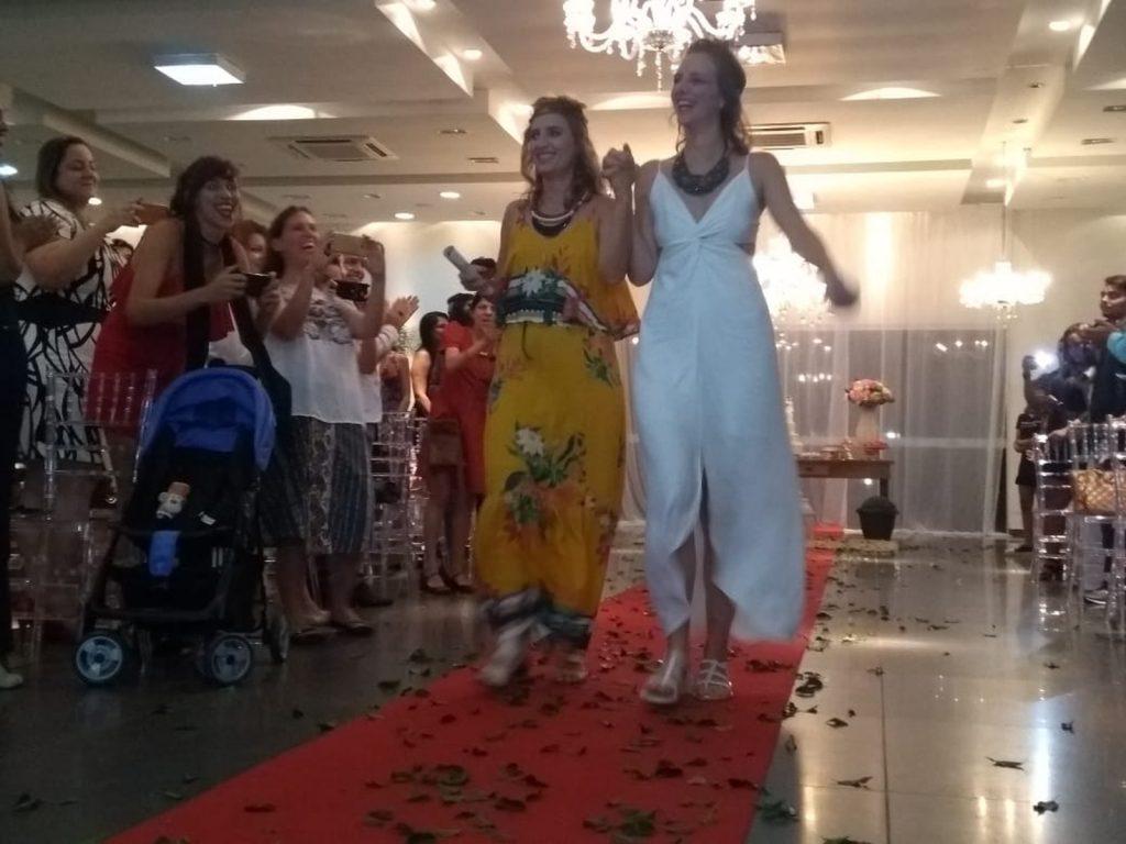 Amanda Schumacher e Mayara Rio Branco moram juntas há nove anos e na segunda, 10, casaram no Projeto Casar é Legal. (Foto: Lilan Lima/Rede Amazônica Acre)