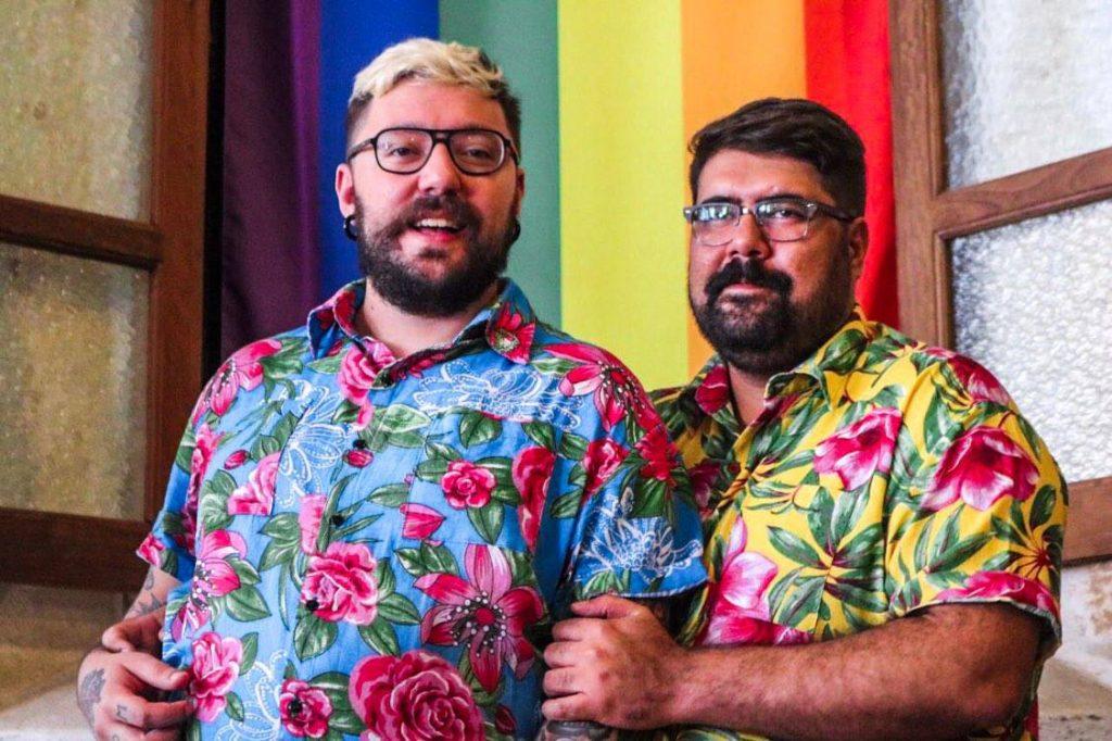 Antônio Esteves, de 35 anos, e Cauê Rocha, de 31, estão juntos há dois anos e vão se casar no civil no início do ano que vem. (Foto: Luiz Rocha/Reprodução/Mídia NINJA)