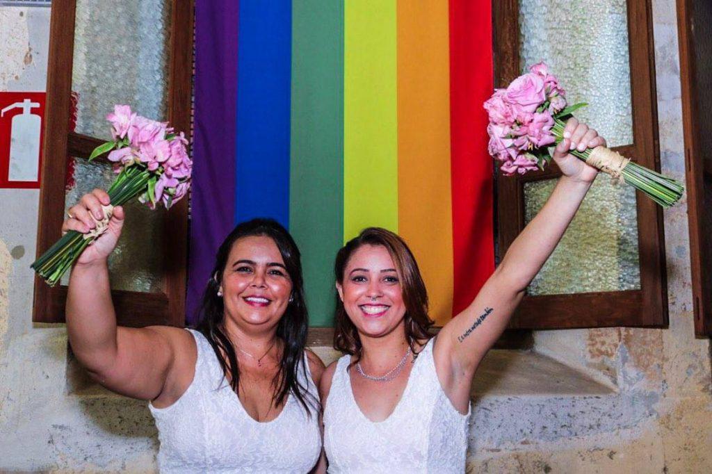 Em defesa dos direitos LGBT, casais dizem sim em 'casamentaço' em BH. (Foto: Luiz Rocha/Reprodução/Mídia NINJA)