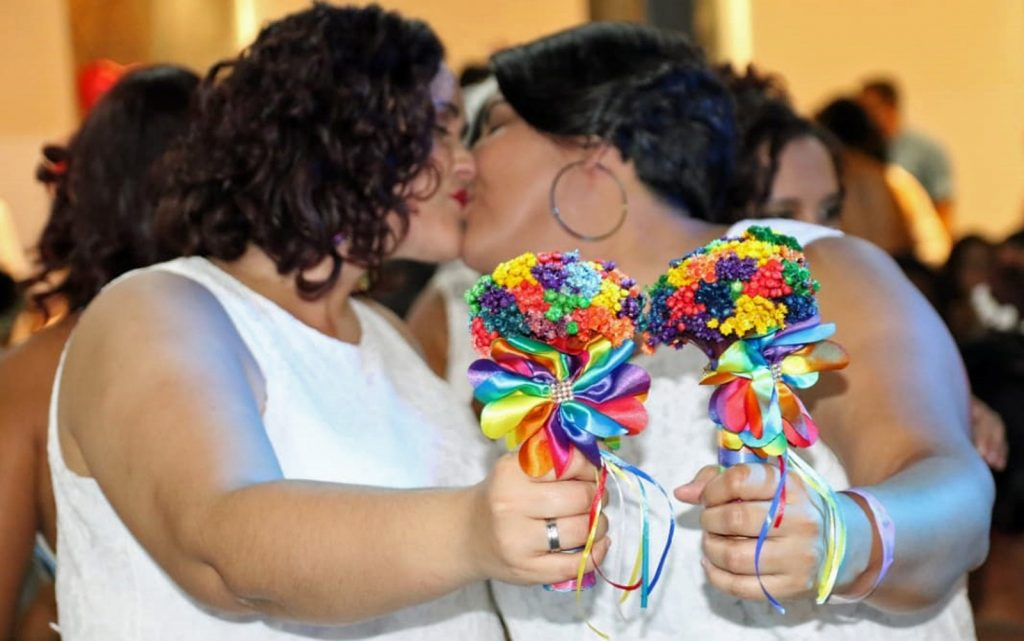 Noivas e noivos se uniram oficialmente em casamento coletivo LGBT, realizado no Recife. (Foto: Aldo Carneiro/Pernambuco Press)