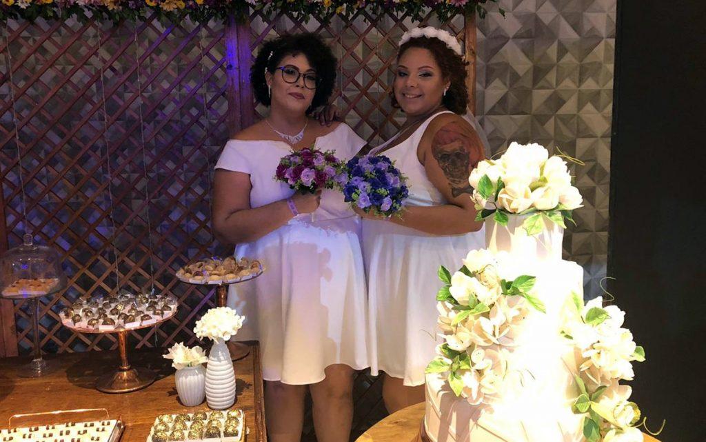 Ana (à esquerda) e Beatriz (à direita) decidiram garantir o direito de casar ainda em 2018, no Recife. (Foto: Pedro Alves/G1)
