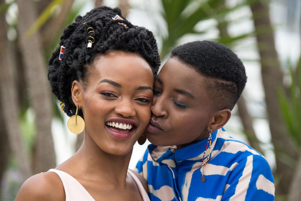 """Cena do filme """"Rafiki"""", do Quênia onde se relacionar com alguém do mesmo sexo pode ser punida com até 14 anos de prisão. (Foto: Emma McIntyre/Getty Images)"""
