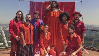 Liniker e Os Caramelows abrem o foco e expandem o canto no segundo álbum. (Foto: Leila Penteado/Divulgação)