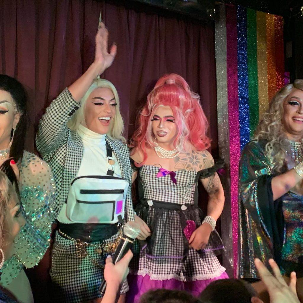 Pabllo Vittar e Whindersson Nunes em bar LGBT de Nova York. (Foto: Reprodução/Instagram)