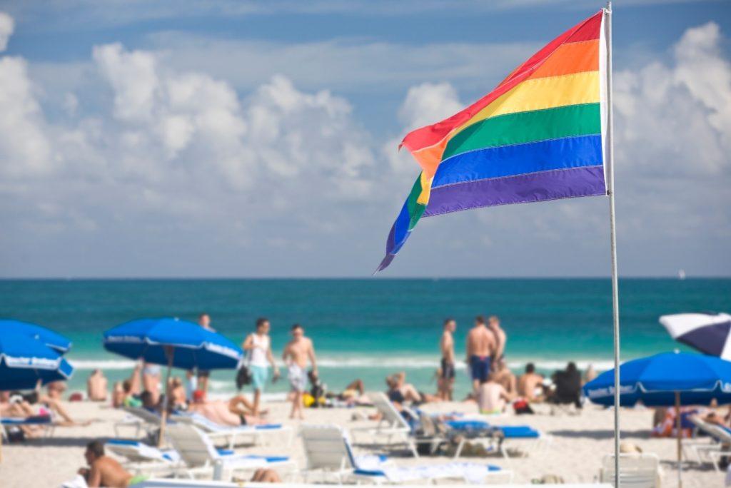 Segundo a consultoria Out Now, o turismo LGBT movimenta anualmente US$ 218 bilhões, R$ 856,72 bilhões na cotação atual. (Foto: Getty Images)