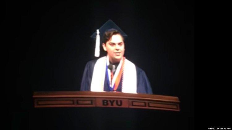 Matt Easton em discurso de formatura da faculdade. (Foto: Reprodução)