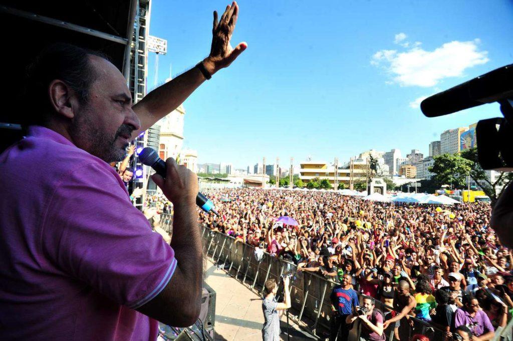 Prefeito Kalil participa da Parada do Orgulho LGBT. (Foto: Ramon Lisboa/EM/DA Press)