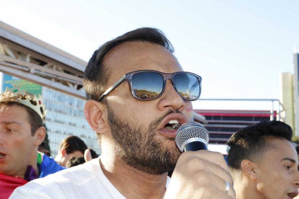 O deputado distrital Fábio Felix (PSOL-DF) durante a Parada LGBTS de Brasília. (Foto: Ernane Queiroz/Gay1)