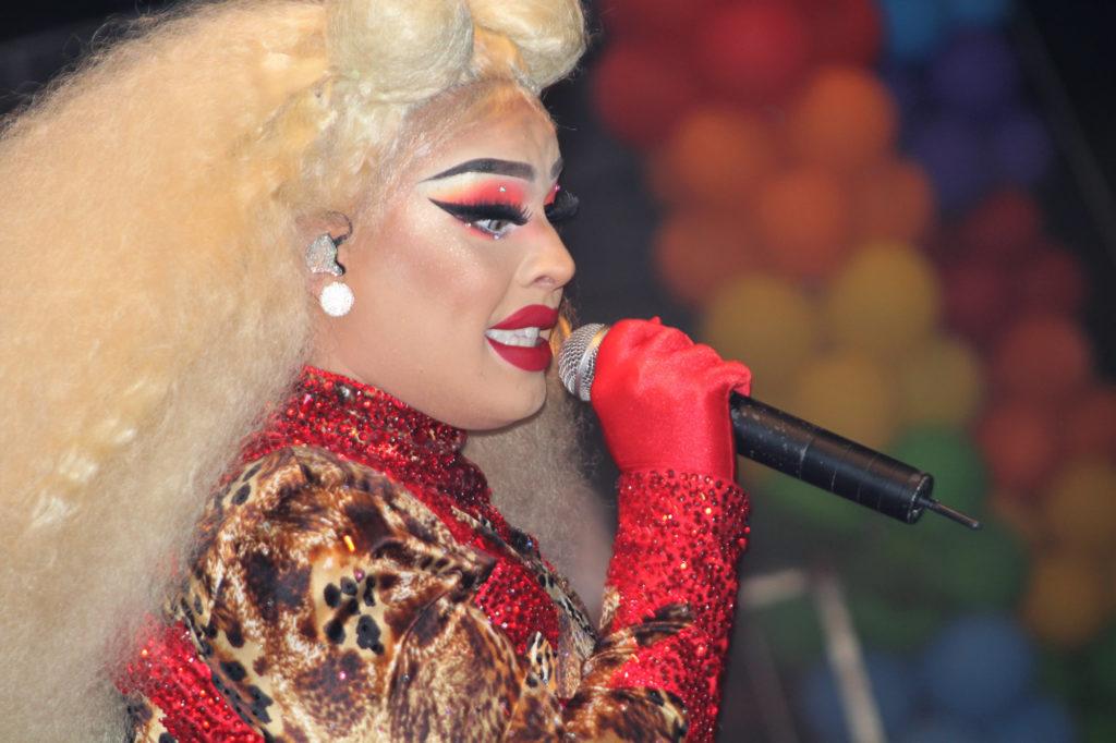 O show mais esperado da 2ª Feira LGBT de Brasília foi da cantora Glória Groove. (Foto: Ernane Queiroz/Gay1)