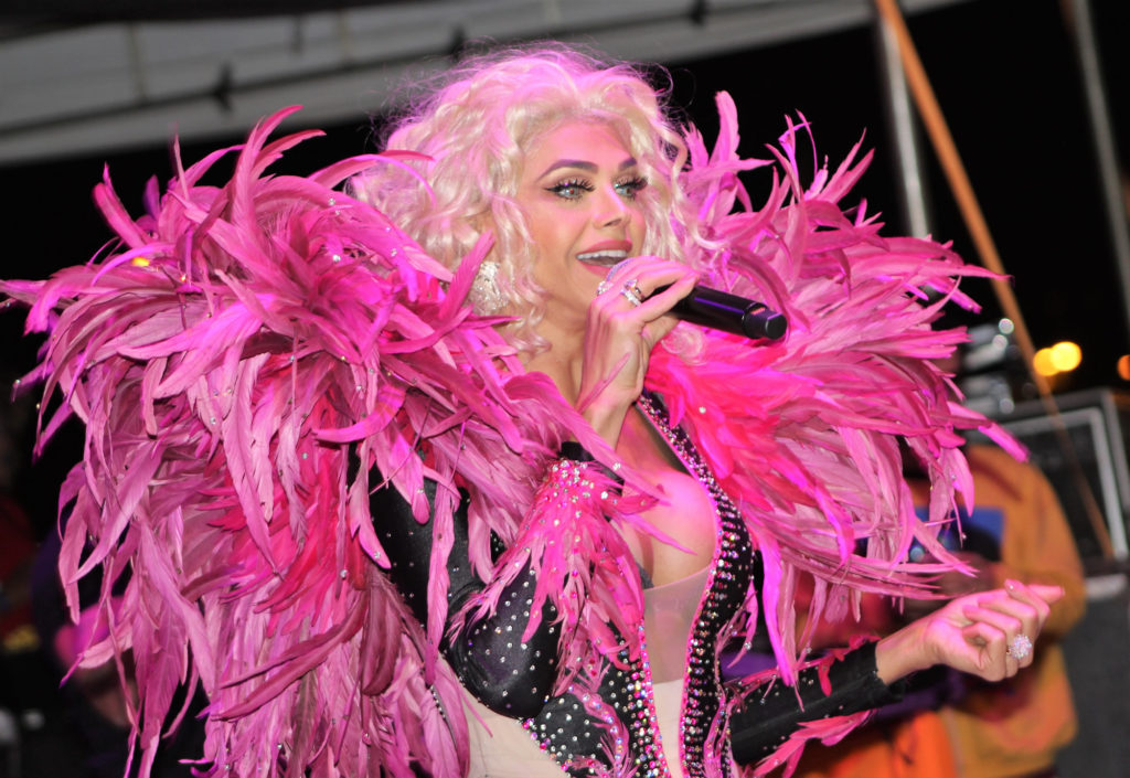 Leonora Áquilla durante a Feira LGBT de Brasília. (Foto: Ernane Queiroz/Gay1)