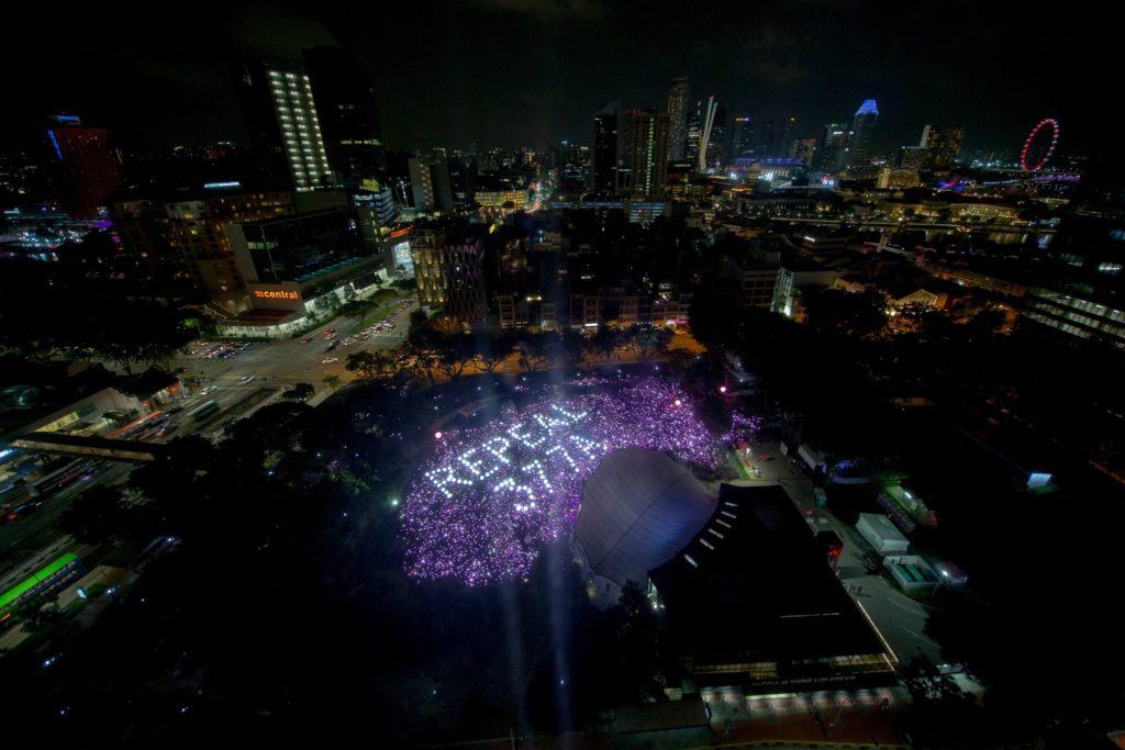 Ativistas LGBT reunidos em Cingapura. (Foto: Wallace Woon / EPA, via Shutterstock)