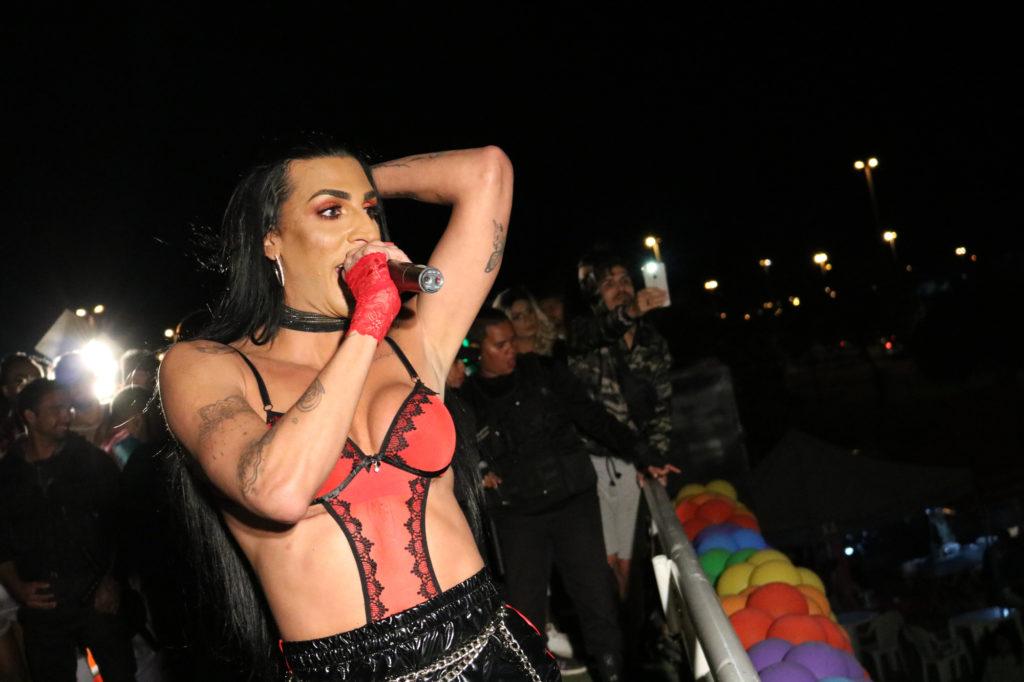 A cantora Pepita na 8ª Parada LGBT de Santa Maria, no DF. (Foto: Ernane Queiroz/Gay1)