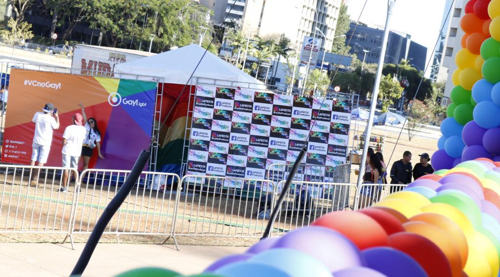 Tenda do Gay1 e da Lá Fiesta na 2ª Feira LGBT de Brasília. (Foto: Ernane Queiroz/Gay1)