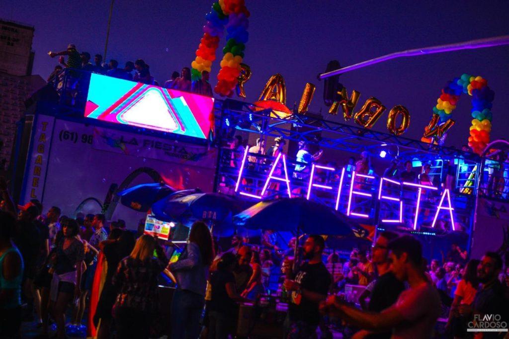 Trio da La Fiesta na Parada do Orgulho LGBTS de Brasília. (Foto: Divulgação/Flávio Cardoso)