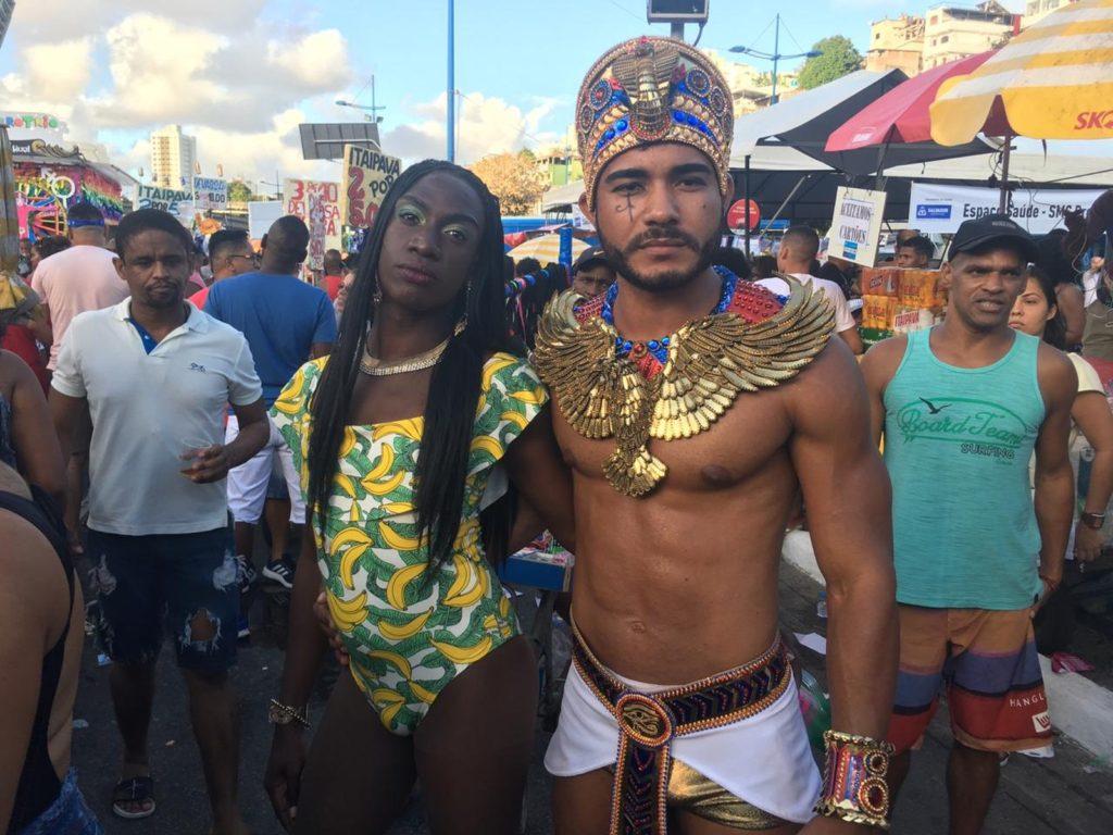 Público caprichou na fantasia para curtir a Parada LGBT de Salvador. (Foto: João Souza)
