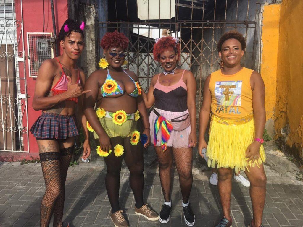 Público curte a 18ª edição da Parada LGBT de Salvador. (Foto: João Souza)