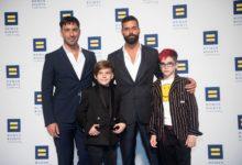 Jwan Yose (à esq). Ricky Martin, e os gêmeos Valentino e Matteo. (Foto: ASSOCIATED PRESS)