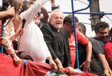"""""""Eu estou disposto a voltar a andar por esse país"""", diz Lula em fala pra milhares de pessoas no Sindicato dos Metalúrgicos do ABC. (Foto: Júlia Nagle/Mídia Ninja)"""