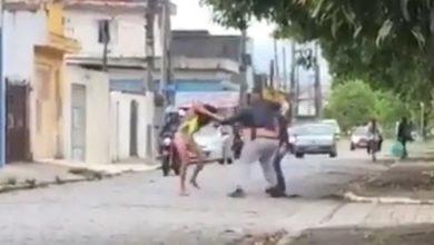 Transexual foi atacada por dois homens durante o Carnaval. (Foto: Reprodução)