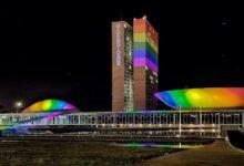 Congresso Nacional ganha cores do arco-íris em homenagem ao Dia do Orgulho LGBTQIA+. (Foto: Divulgação/Brasília Orgulho)