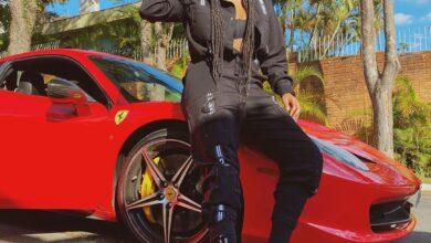 Ludmilla com a Ferrari. (Foto: Reprodução/Instagram)