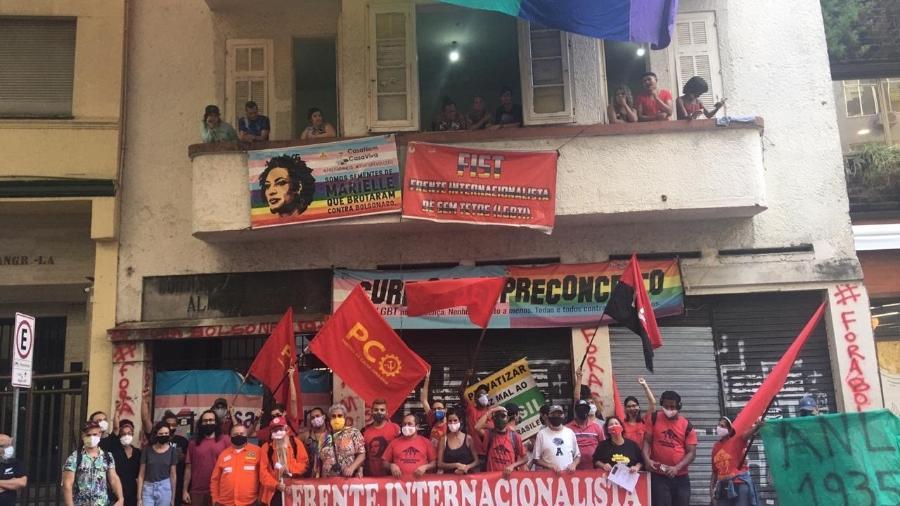 Manifestantes protestam contra ordem de reintegração de posse em frente à Casa Nem, em Copacabana. (Foto: Ceds/Divulgação)