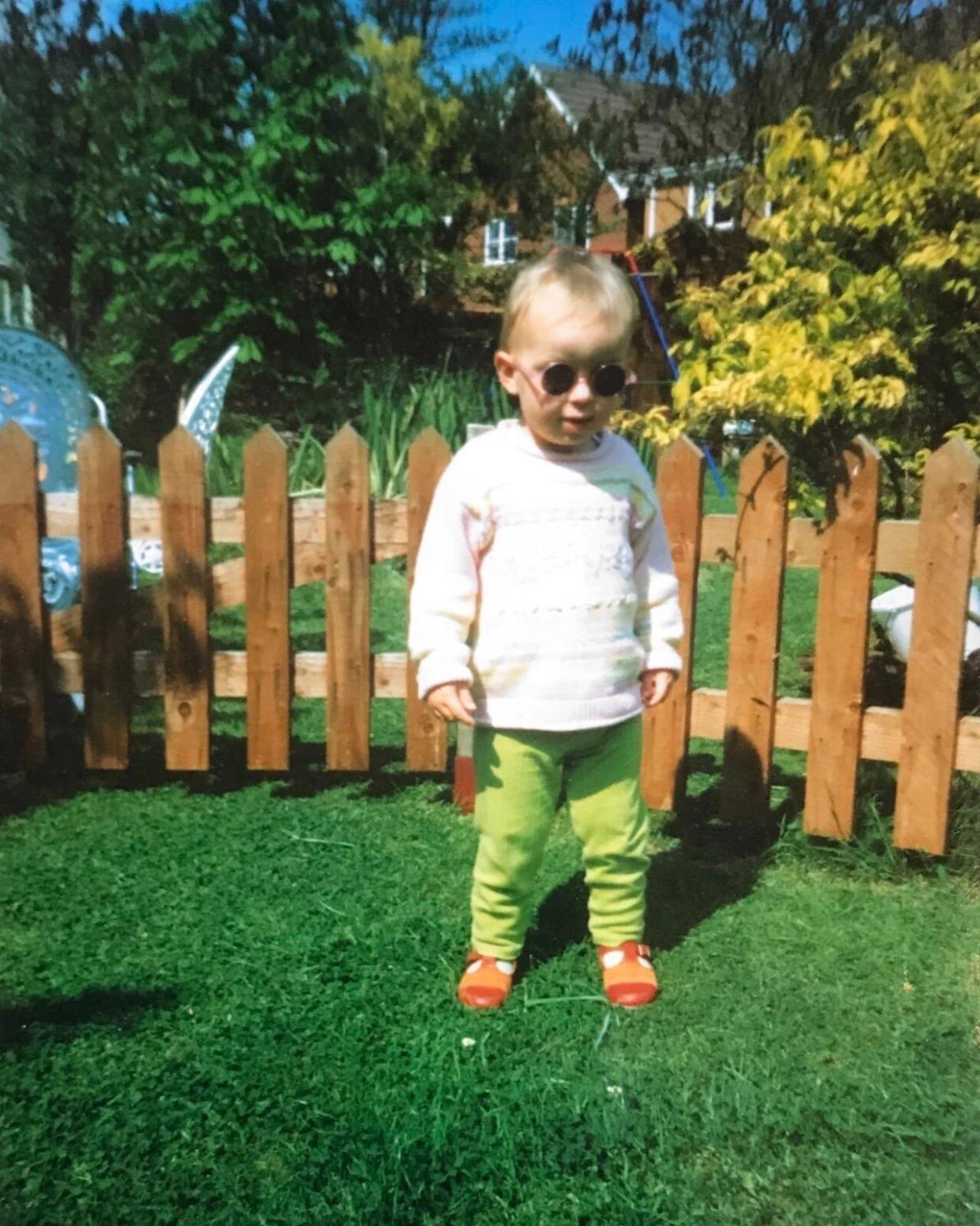 Dani Coyle na infância. (Foto: Reprodução)