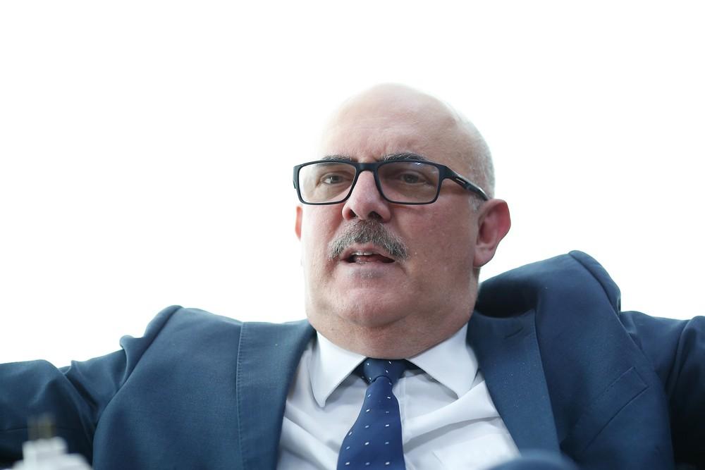 O ministro da Educação, Milton Ribeiro, em seu gabinete na sede da pasta, em Brasília, durante entrevista. (Foto: DIDA SAMPAIO/ESTADÃO CONTEÚDO)