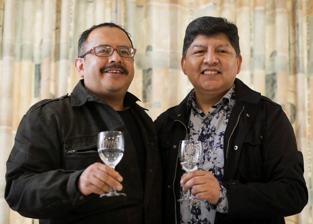 Guido Montaño e David Aruquipa tiveram sua união reconhecida pelo cartório de registro civil de La Paz nesta sexta-feira, 11. (Foto: David Mercado/Reuters)