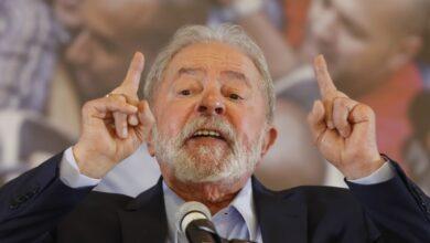 Lula durante pronunciamento na sede do Sindicato dos Metalúrgicos em São Bernardo do Campo, no ABC, nesta quarta-feira (10). (Foto: Andre Penner/AP)
